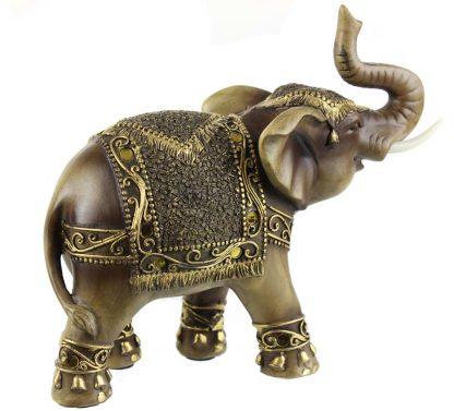 Éléphant avec son trompe en l'air